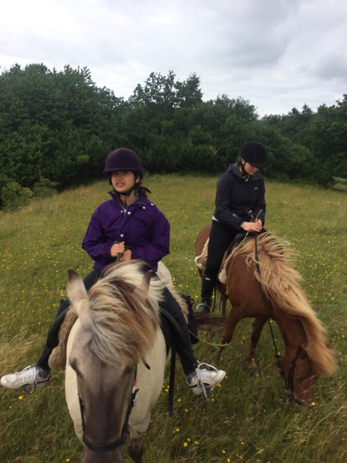 Ridetur med Ellla og Helin